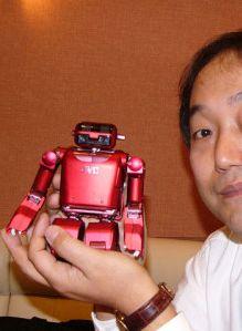 Миниатюрный робот-гуманоид от JVC, управляемый по Bluetooth