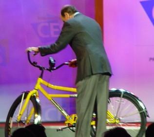 Motorola научит телефоны заряжаться от велосипеда